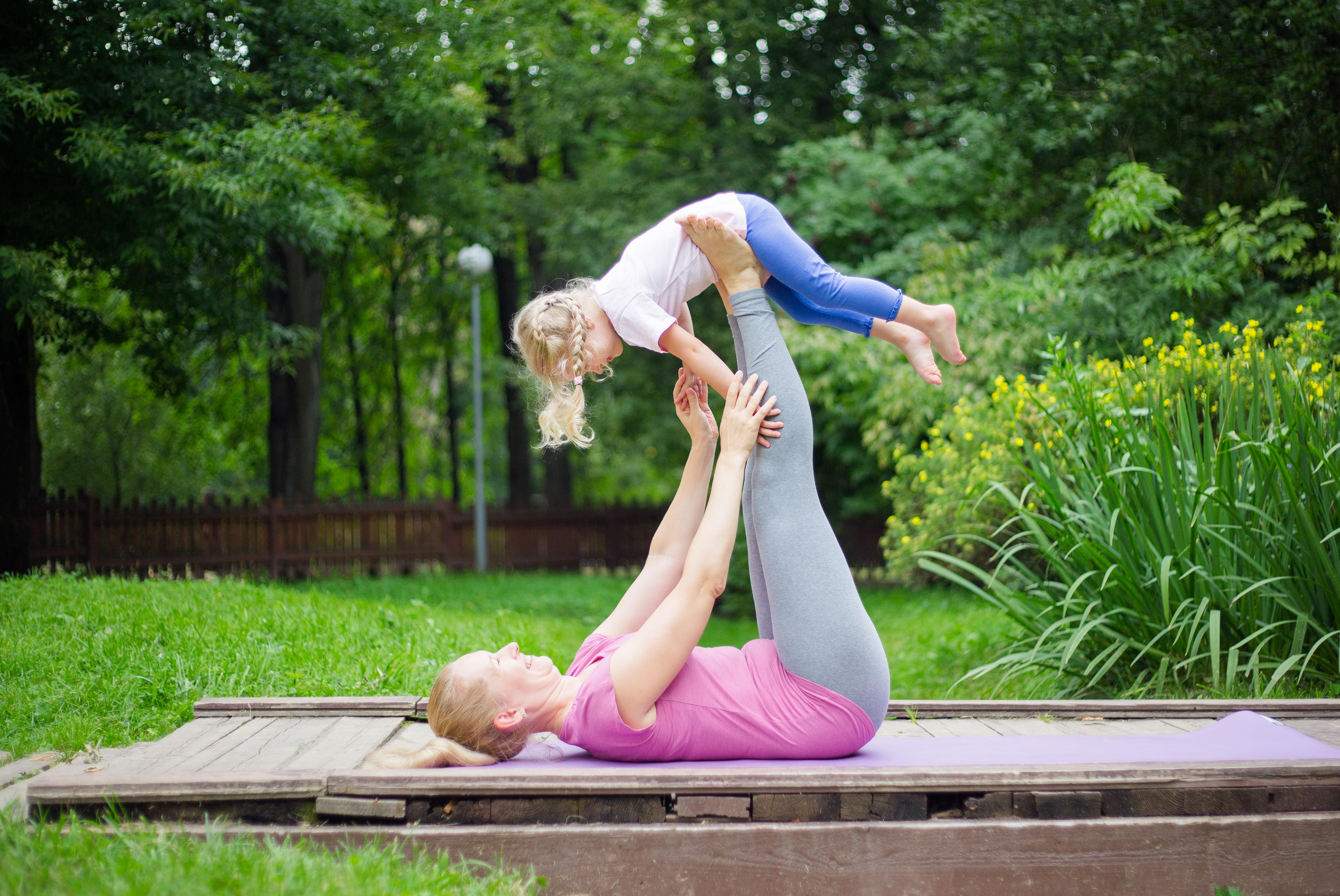 Мама с ребенком йога картинки